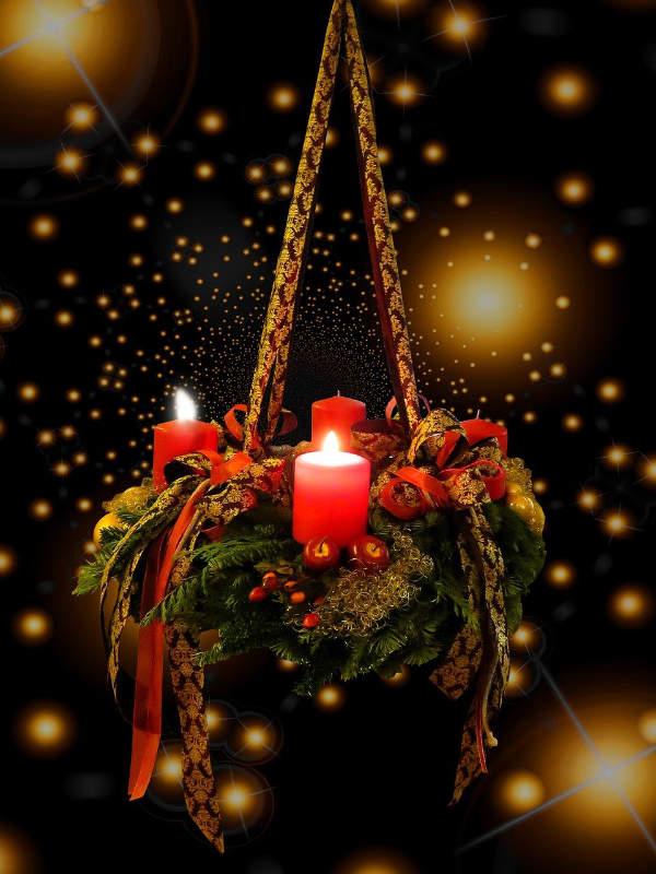 2 Kerzen brennen Adventkranz